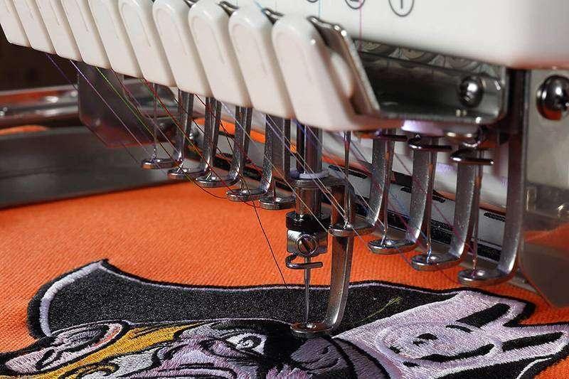 Maquina de bordado no detalhe